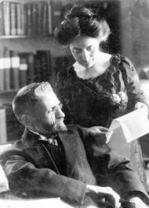 אליעזר בן יהודה ואשתו חמדה עובדים על מילון עברי