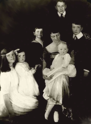 Mrs. Hepburn with children. Katharine on the far left.
