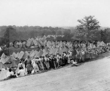 0163494-MISSISSIPPI-FLOOD-1927-Refugee-camp-on-high-ground-near-Vicksburg-Missisippi-at-the-time-of-the-Great-Mississippi-River-Flood-April-1927